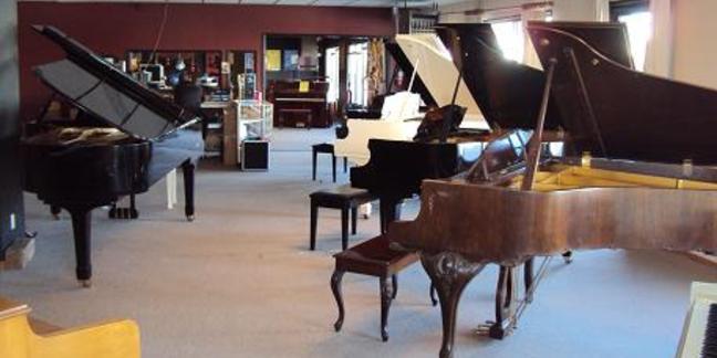 Cropped floor pianos