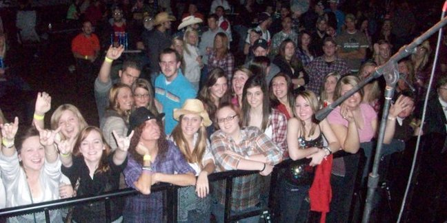 Cropped justin moore concert and us