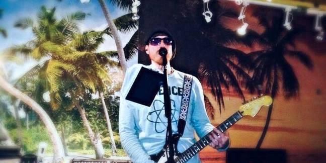 Cropped el mariachi s chris 1