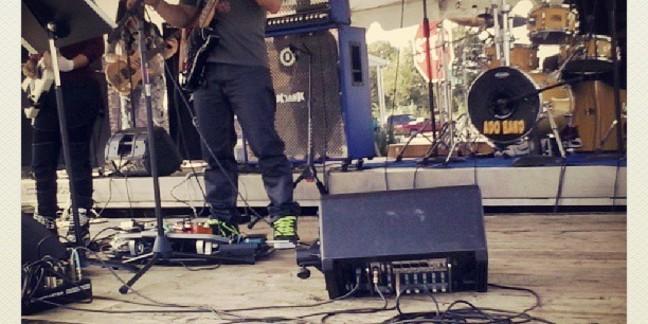 Cropped ado gig