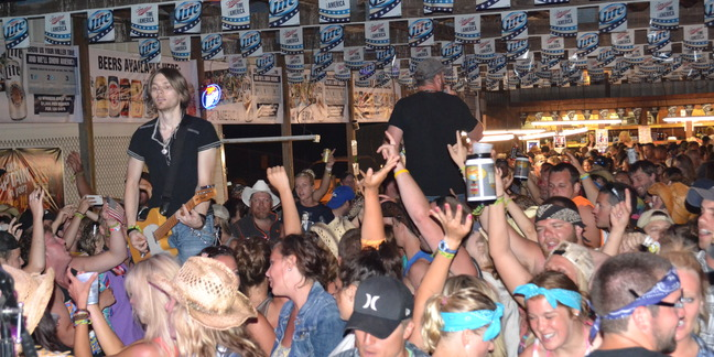 Cropped country fest 511