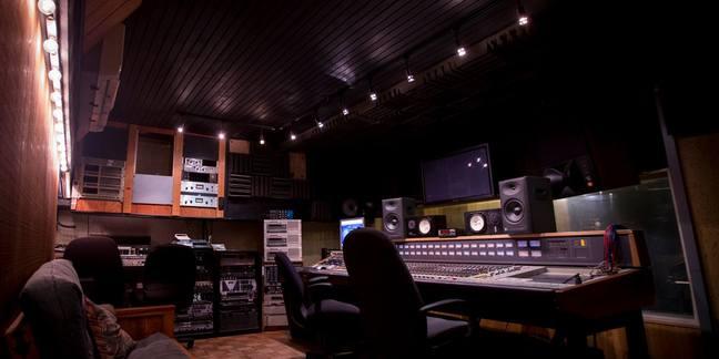 Cropped studio a dapp 20141029