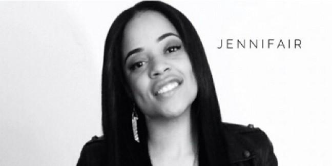 Cropped jennifair black and white