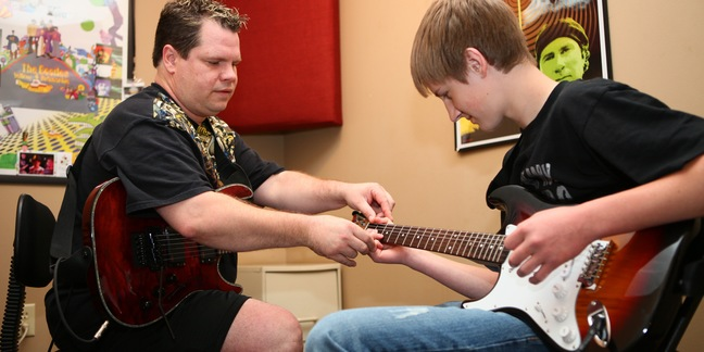Cropped guitar lessons3