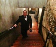 Thumb david tuxedo stairs